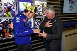 Валентино Росси, Yamaha Factory Racing становится почетным членом английского зал славы гонщиков, п