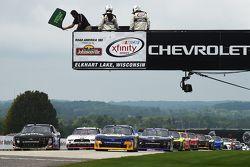 Inicio: Chase Elliott, JR Motorsports Chevrolet y Ben Rhodes, JR Motorsports Chevrolet lideran en gr