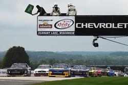 Start: Chase Elliott, JR Motorsports Chevrolet and Ben Rhodes, JR Motorsports Chevrolet lead the fie