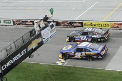 Start: Chase Elliott, JR Motorsports Chevrolet y Ben Rhodes, JR Motorsports Chevrolet