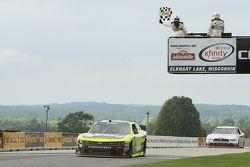 Paul Menard, Richard Childress Racing Chevrolet, se lleva la victoria