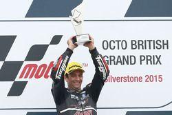 Le vainqueur Johann Zarco, Ajo Motorsport, fête sa victoire sur le podium