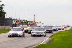 Ryan Blaney, Team Penske Ford y Brian Scott, Richard Childress Racing Chevrolet