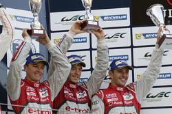 Overall podium: tercer lugar #7 Audi Sport Team Joest Audi R18 e-tron quattro: Marcel Fässler, Andre