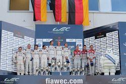 Pódio LMP1: Timo Bernhard, Mark Webber, Brendon Hartley, Porsche Team, Romain Dumas, Neel Jani, Mar