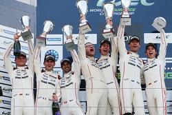 Podium: ganadores, Timo Bernhard, Mark Webber, Brendon Hartley, Porsche Team, segundo lugar, Romain