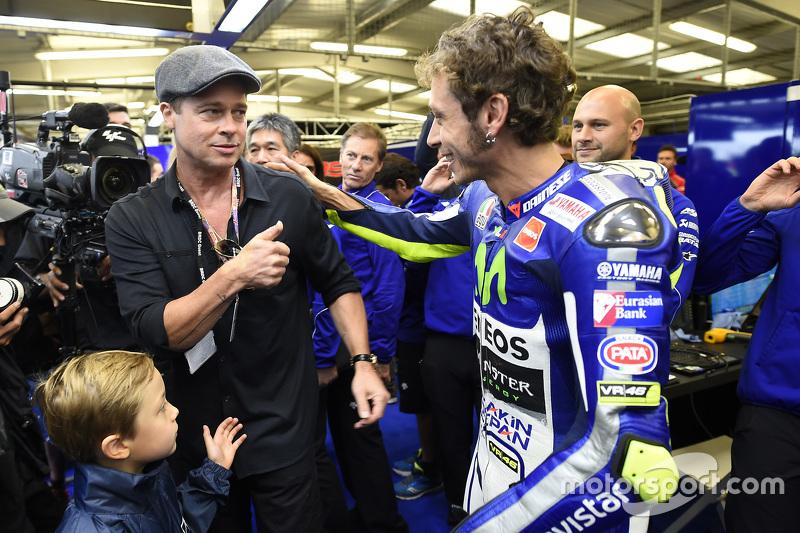 Brad Pitt y el ganador, Valentino Rossi, Yamaha Factory Racing