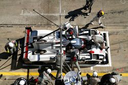 #17 Porsche Team Porsche 919 Hybrid: Timo Bernhard, Mark Webber, Brendon Hartley