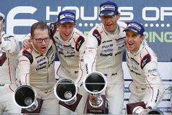 Podium: Ganadores, Timo Bernhard, Mark Webber, Brendon Hartley, Porsche Team