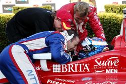 Le vainqueur de la course et champion IndyCar 2015 Scott Dixon, Chip Ganassi Racing Chevrolet avec Sage Karam et Tony Kanaan