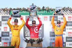 Podium : le vainqueur Scott Dixon, Chip Ganassi Racing Chevrolet, le deuxième, Ryan Hunter-Reay, Andretti Autosport Honda et le troisième, Charlie Kimball, Chip Ganassi Racing Chevrolet