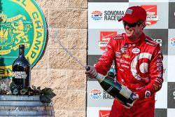 El ganador de la carrera, Scott Dixon, Chip Ganassi Racing Chevrolet