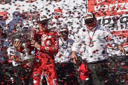 Yarış galibi ve seri şampiyonu Scott Dixon, Chip Ganassi Racing Chevrolet ile Chip Ganassi Takımı sa
