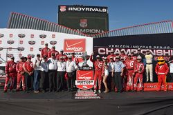Campeón de IndyCar y ganador de la carrera, Scott Dixon, Chip Ganassi Racing Chevrolet