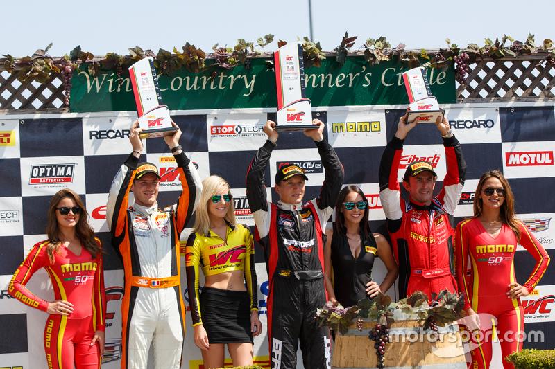 Podio classe GT: vincitore #31 EFFORT Racing Porsche 911 GT3 R: Renger van der Zande, secondo #9 K-P