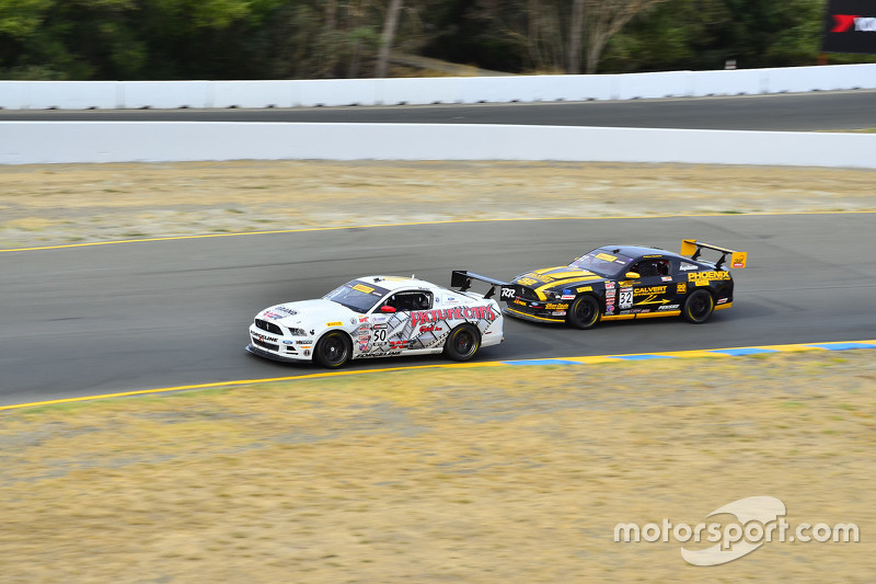 #50 Rehagen Racing/Picture Cars East Ford Boss 302: Dean Martin та #32 Phoenix American Motorsports Ford Mustang Boss302: Andrew Aquilante