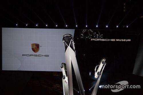 La scultura Inspiration 911 esposta al Porscheplatz
