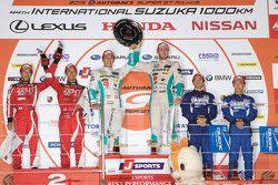 Podium: race winners Daisuke Ito and James Rossiter, second place Yuji Tachikawa and Ishiura Hiroaki