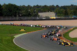 Ким-Луис Шрамм, Neuhauser Racing, впереди после старта
