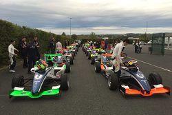 Автомобили участников перед началом тренировки