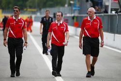 Graeme Lowdon, CEO Manor Marussia F1 Team, Gianluca Pisanello, ingénieur en chef Manor Marussia F1 Team, et John Booth, Directeur Manor Marussia F1 Team