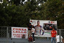 Fan signs for Raffaele Marciello, Trident