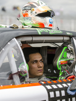 #46 Irwin Vences, M Racing casco en los Pits