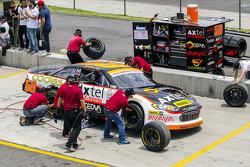 #58 Jorge Contreras Jr., M Racing práctica una parada en los pits