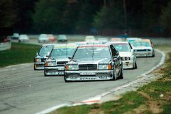 Start: AMG Mercedes-Benz 190 E 2.5-16 Evolution memimpin