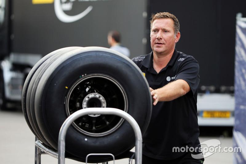 Lotus F1 Team mechanic with Pirelli tyres