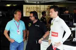 Jonathan Palmer with Julien Simon-Chautemps, Lotus F1 Team Race Engineer and Jolyon Palmer, Lotus F1 Team Test and Reserve Driver