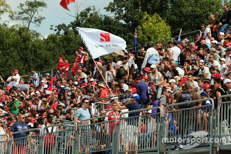 Fans auf den Tribünen