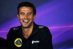 Matthew Carter, Lotus F1 Team CEO in de FIA persconferentie