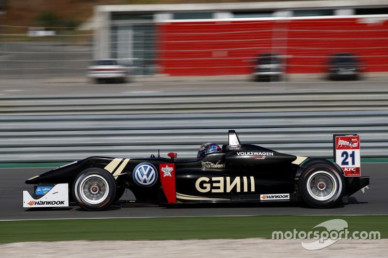 Быстро вылетел из Red Bull Junior, но попал в молодежную программу Lotus