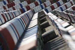 Darlington Raceway, Sitze