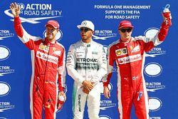 Обладатель поула Льюис Хэмилтон, Mercedes AMG F1 Team, второе место - Кими Райкконен, Ferrari и трет