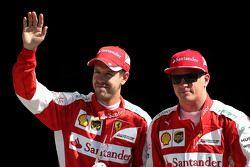 Le deuxième, Kimi Raikkonen, Ferrari et le troisième, Sebastian Vettel, Ferrari
