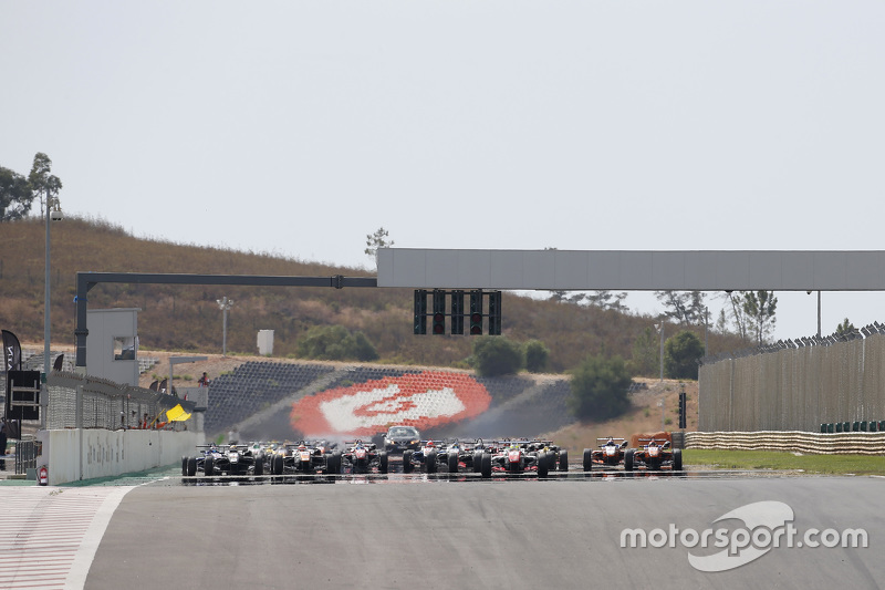 Start: Jake Dennis, Prema Powerteam Dallara Mercedes-Benz leads