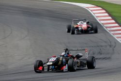 Alexander Albon, Signature Dallara Volkswagen and Felix Rosenqvist, Prema Powerteam Dallara Mercedes