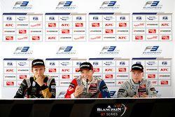 Conférence de presse : le deuxième Alexander Albon, Signature, le vainqueur Jake Dennis et le troisième Felix Rosenqvist, Prema Powerteam