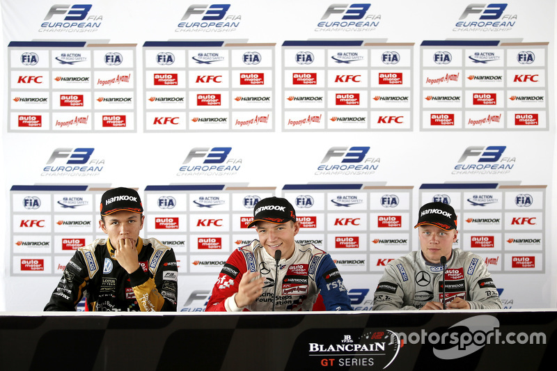 Press conference: second place Alexander Albon, Signature and winner Jake Dennis and third place Fel