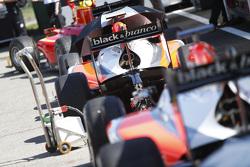 GP2: le auto sulla pit lane