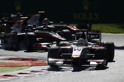 Артур Пик, Campos Racing едет впереди Сергея Сироткина, Rapax и Нобухару Мацушиты, ART Grand Prix