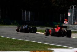 Stoffel Vandoorne, ART Grand Prix devant Alexander Rossi, Racing Engineering