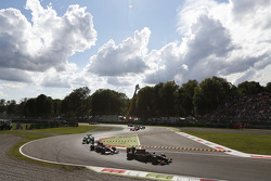 Robert Visoiu, Rapax leads Stoffel Vandoorne, ART Grand Prix