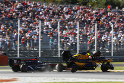Alex Lynn, DAMS and Sergey Sirotkin, Rapax crash