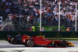 Александр Росси, Racing Engineering, проходит Стоффеля Вандорна, ART Grand Prix за лидерство гонки