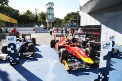 Corrida 1 Parc ferme: third place Mitch Evans, RUSSIAN TIME and winner Alexander Rossi, Racing Engin