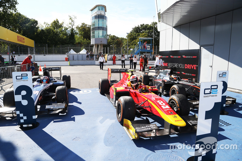 Race 1 Parc ferme: third place Mitch Evans, RUSSIAN TIME and winner Alexander Rossi, Racing Engineering and second place Stoffel Vandoorne, ART Grand Prix