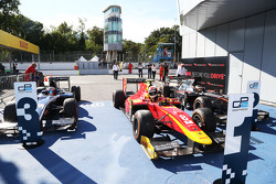 Race 1 Parc ferme: third place Mitch Evans, RUSSIAN TIME and winner Alexander Rossi, Racing Engineer